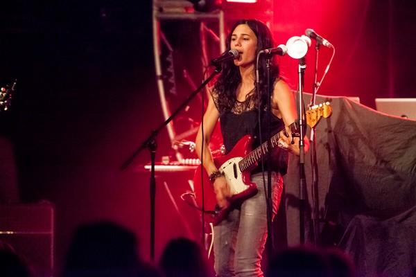 Anna F. live (Credit Matthias Rüby/MusikBlog)
