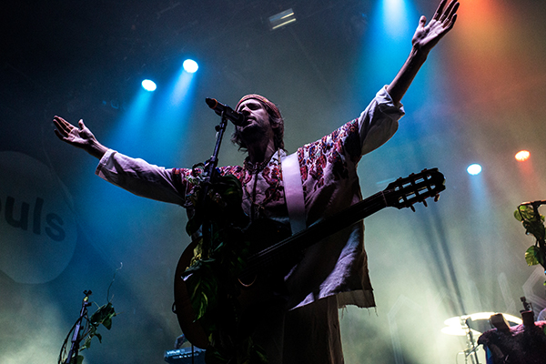 Crystal Fighters (Credit Michael Mederacke / MusikBlog)