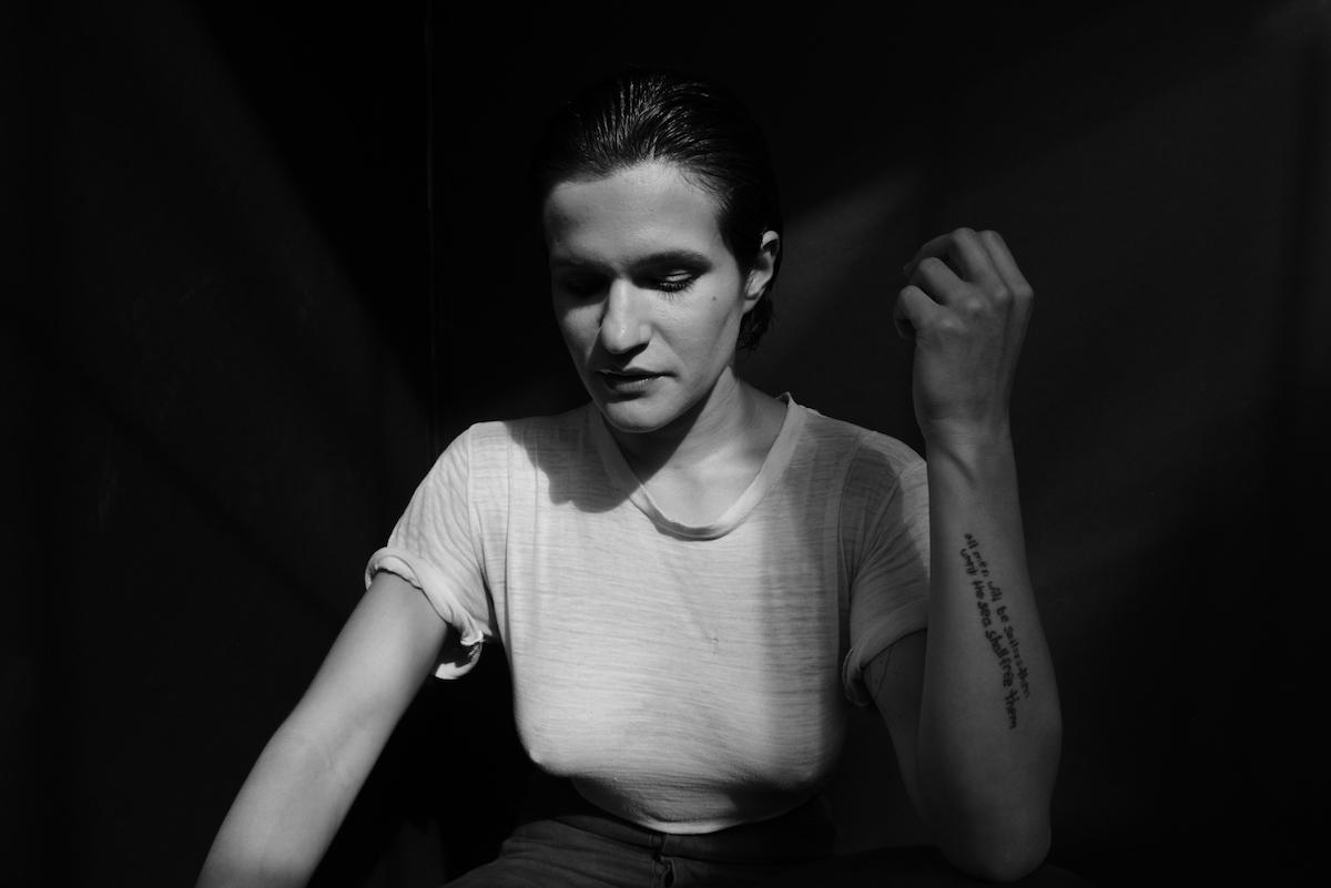 Adrianne Lenker (Credit Shervin Lainez)