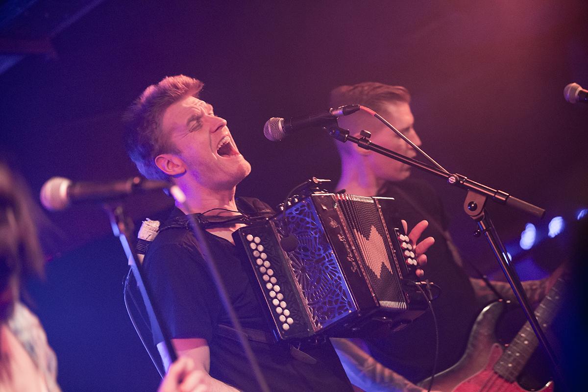Skinny Lister (Credit Michael Mederacke/MusikBlog)