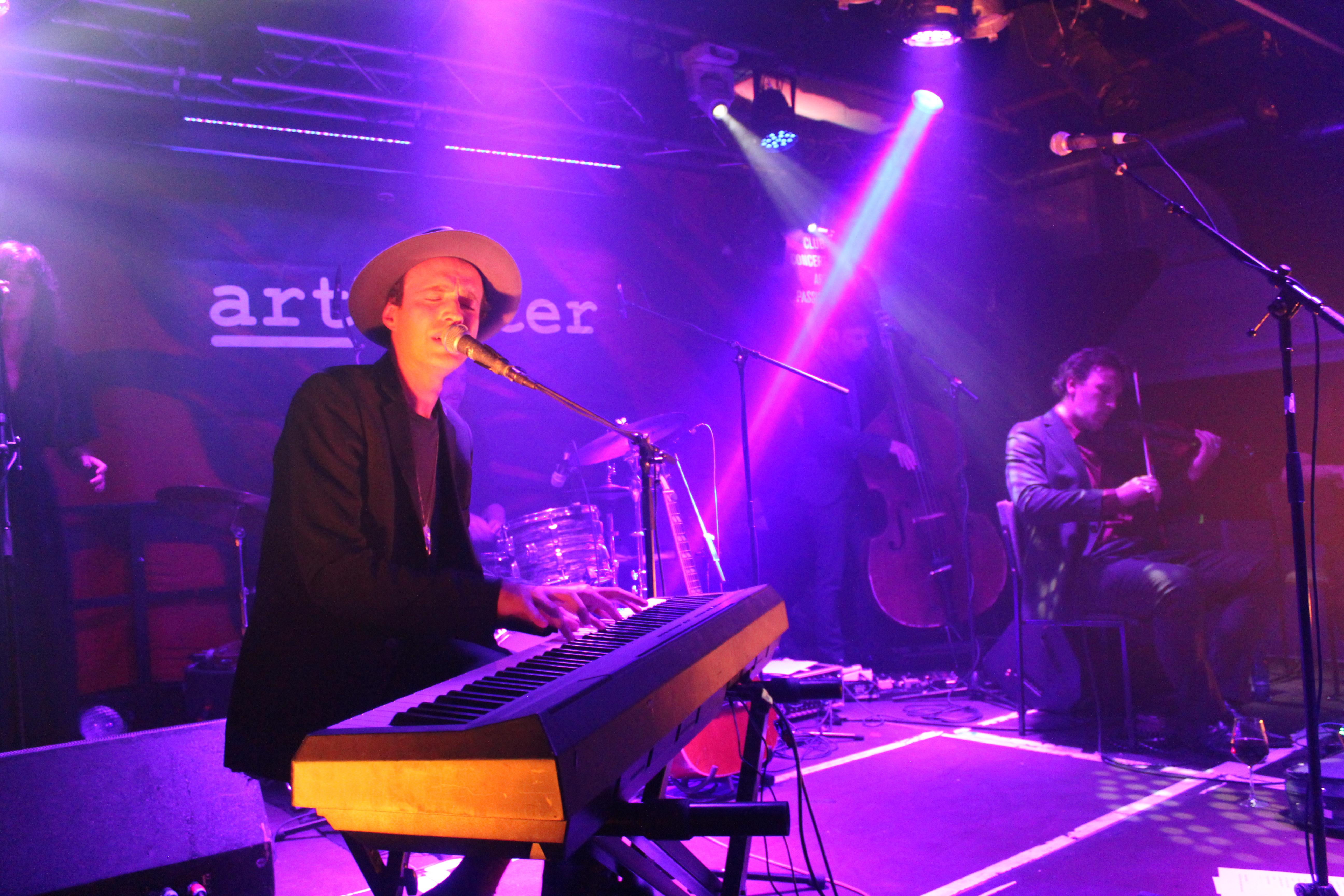 Finn Andrews (Credit Katharina Raskob/MusikBlog)